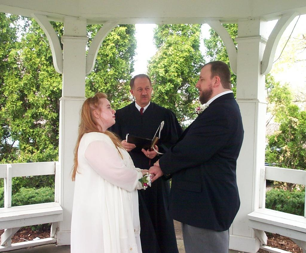 Picture of Anne and Les exchanging vows.
