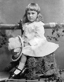 Pic of Franklin Roosevelt as a child in a dress.